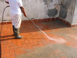 Limpieza de suelo de terraza utilizando ácido
