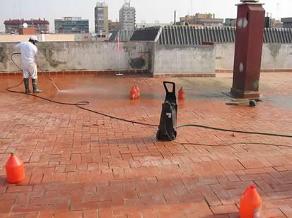 Limpieza de suelo utilizando ácido y máquina de alta presión